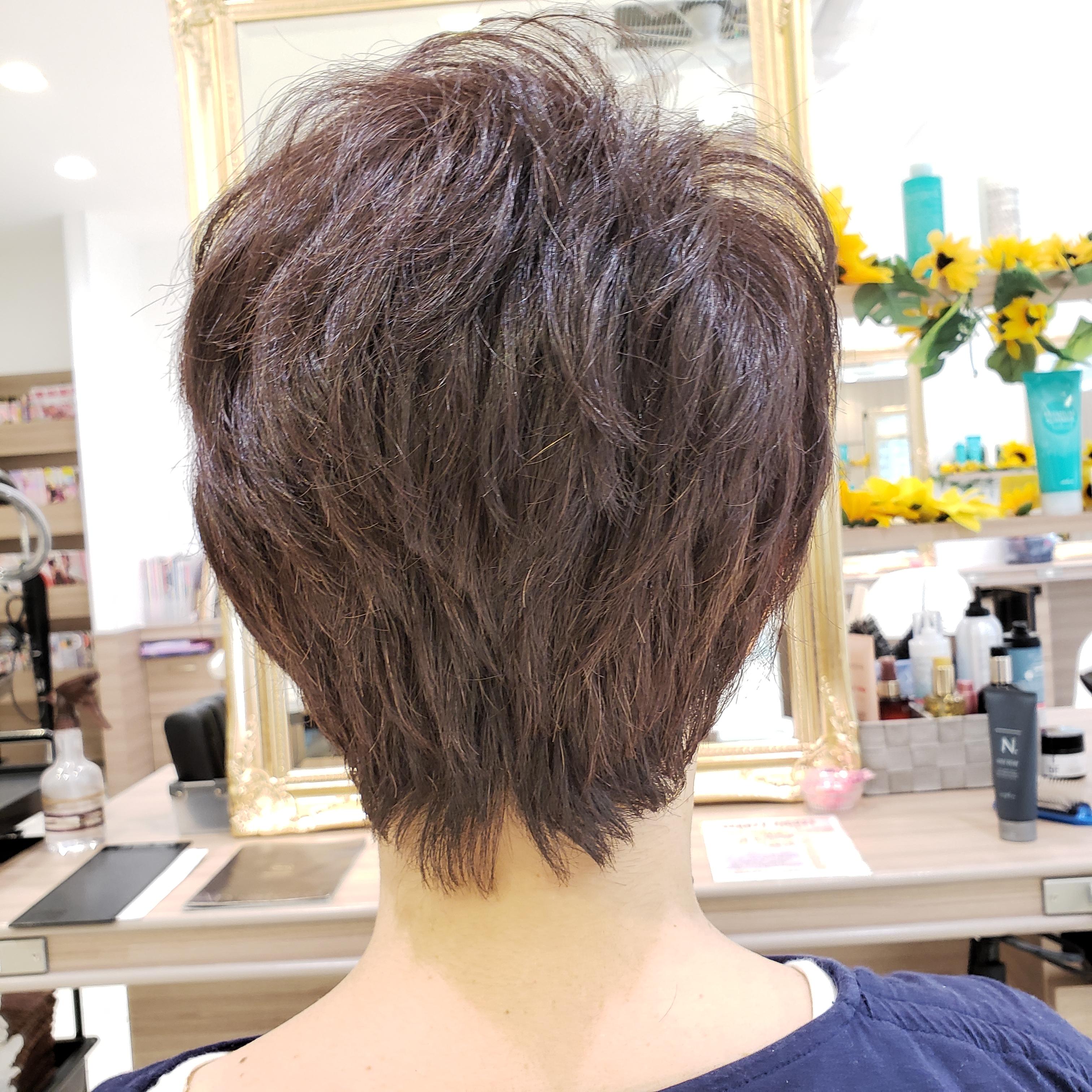 くせ毛を生かしたショートヘアにしました。