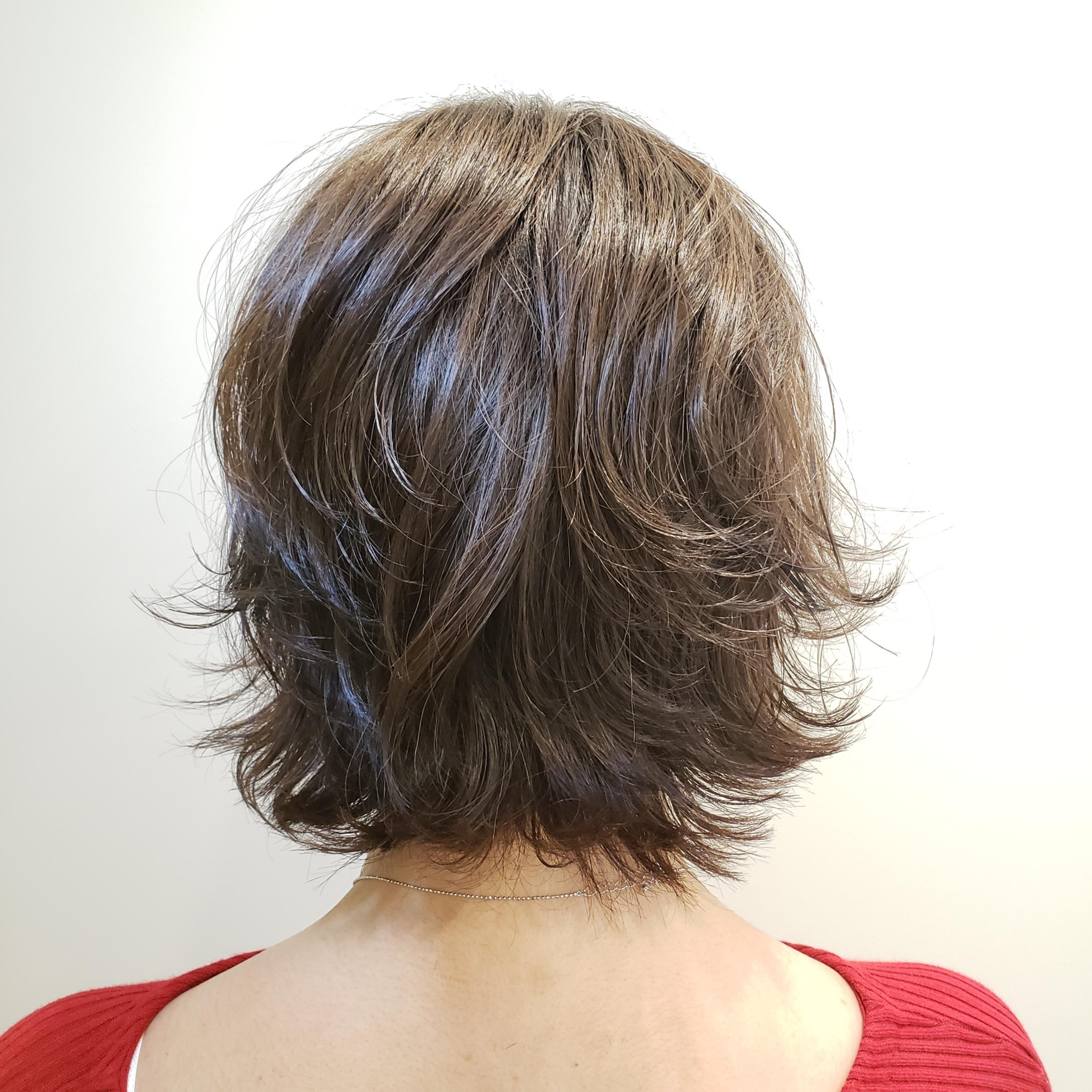 直毛とクセ毛の違い、クセ毛を生かして乾かすだけで再現しやすく