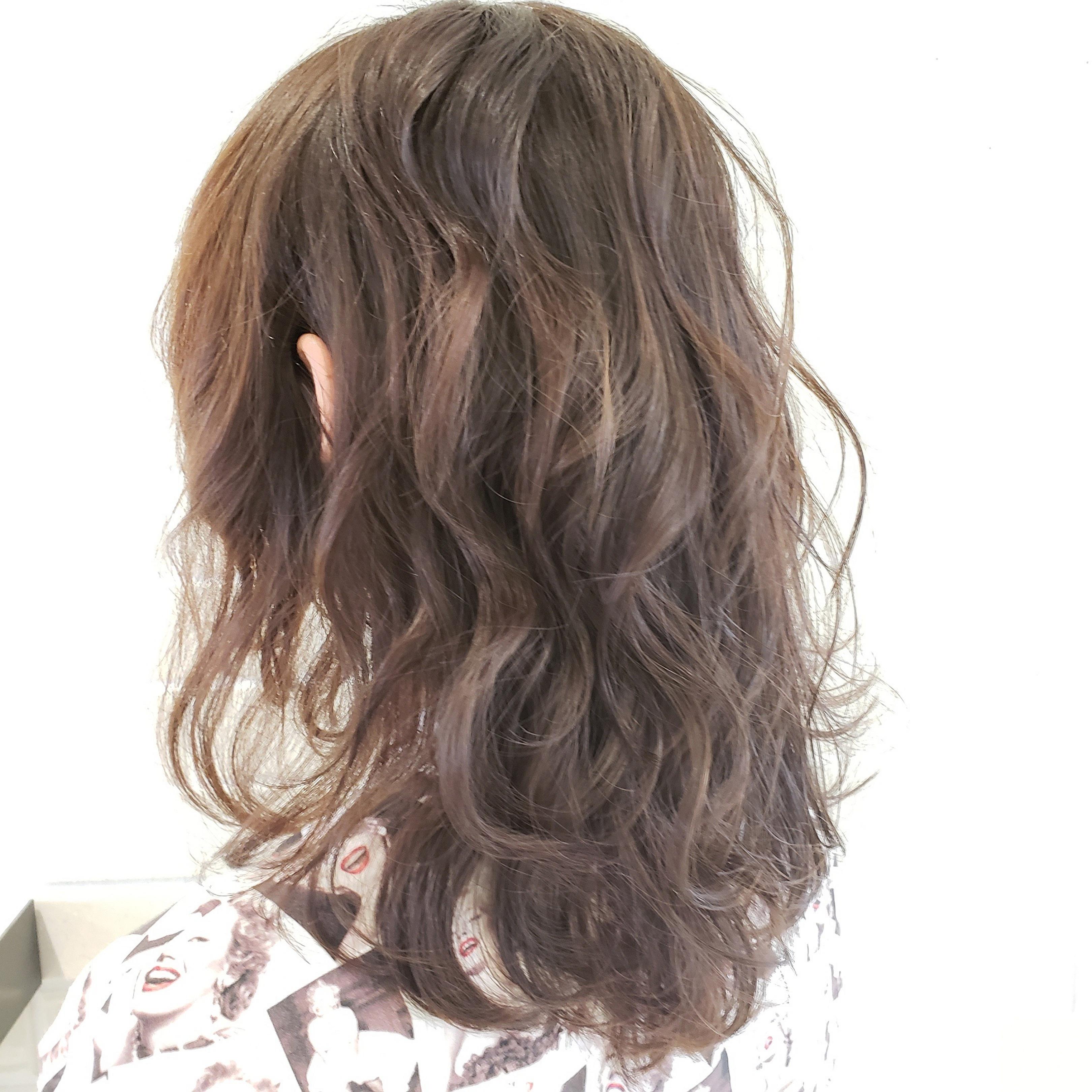 ミディアムヘアでくせ毛を生かして扱いやすくするには?