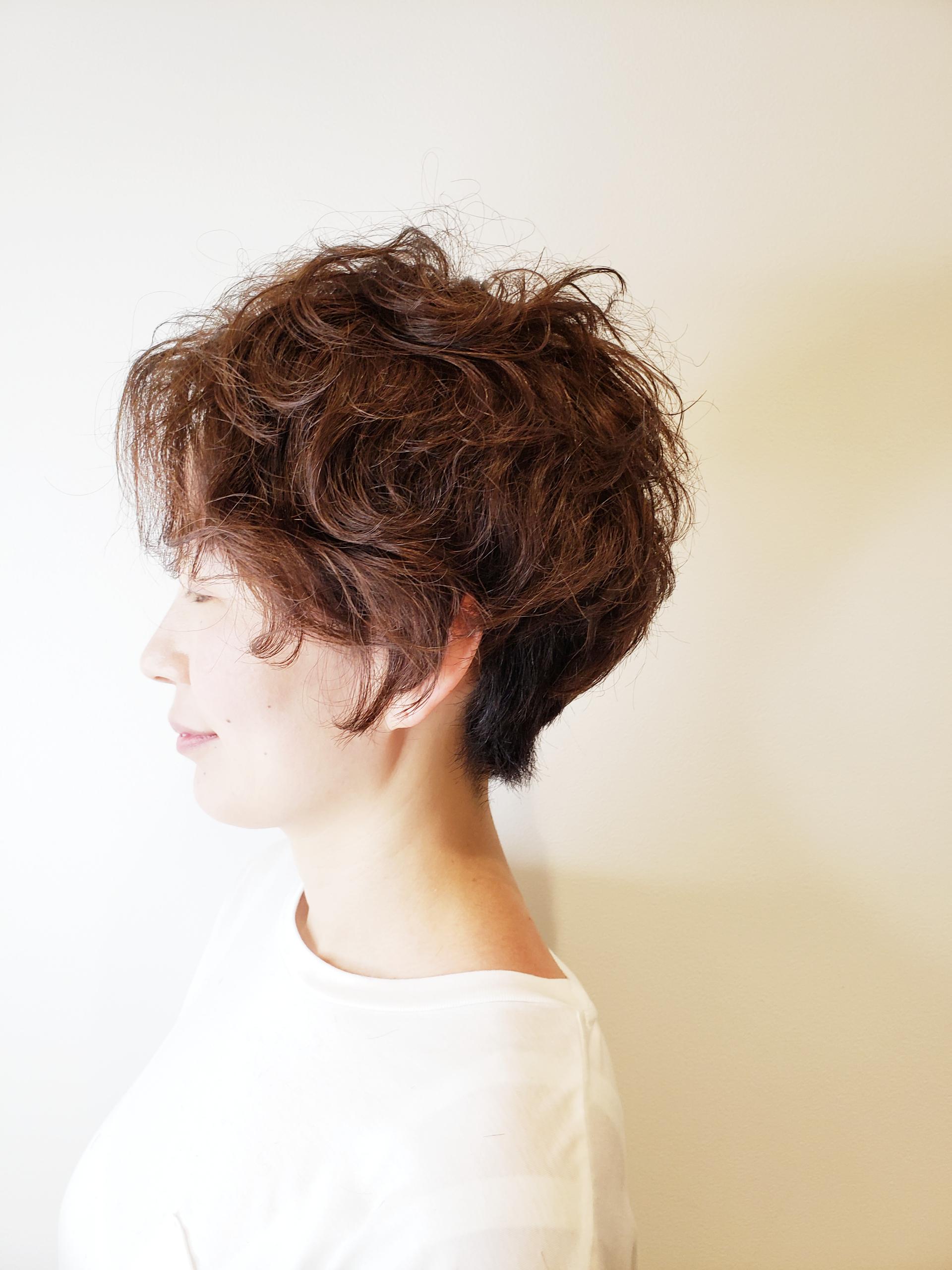 【くせ毛を活かすには?】カットでくせ毛を活かすメリットとデメリットを解説